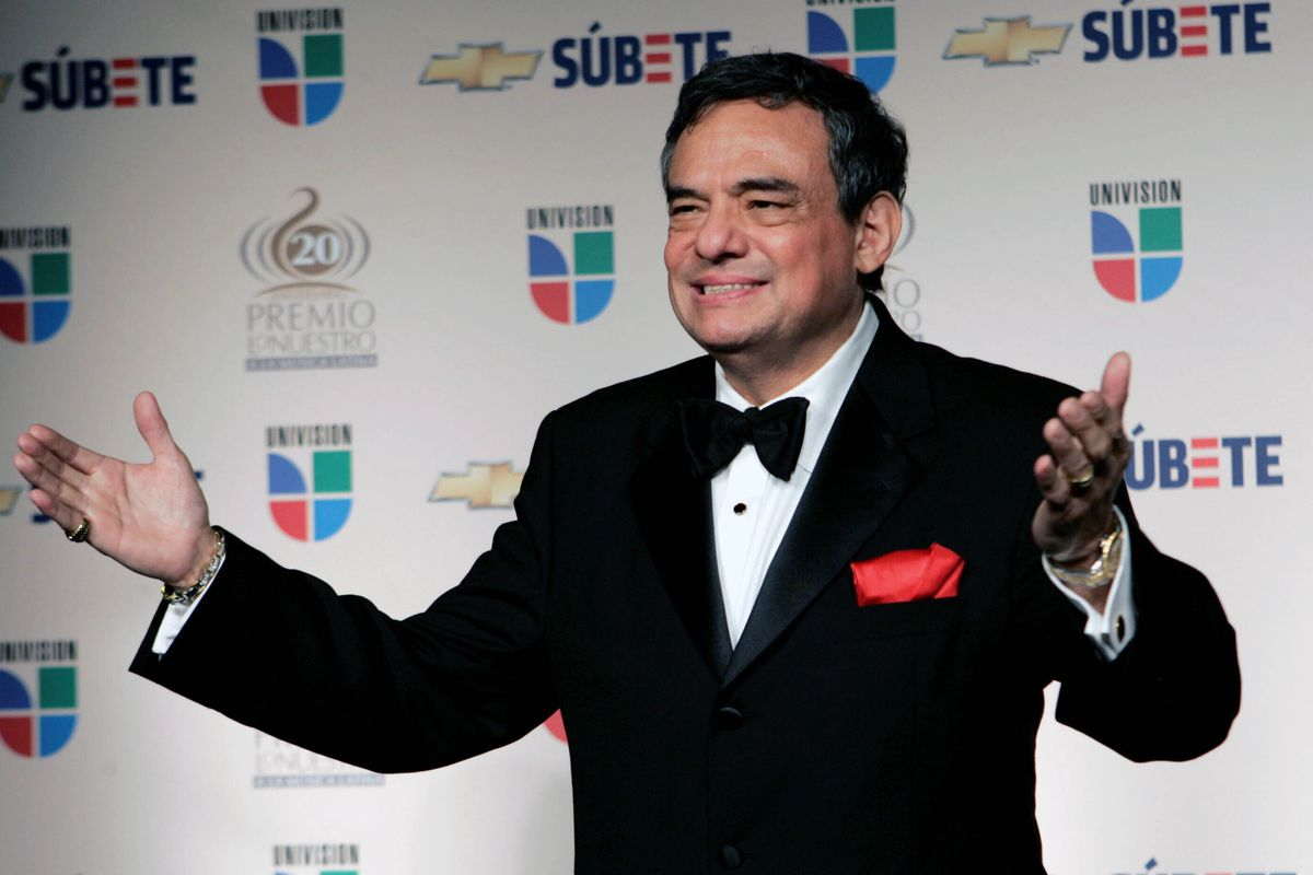 Mexican singer Jose Jose poses for photographers backstage at the Premio Lo Nuestro Latin Music Awards in Miami in 2008.
