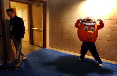 DENVER, COLORADO (03-18-04) Otto the Orange, the mascot of the Syracuse Orangemen warmed up in the halls before the second game at the Pepsi Center Thursday. Syracuse beat BYU 80 to 75 Thursday afternoon. Denver Post Photo by Karl Gehring.