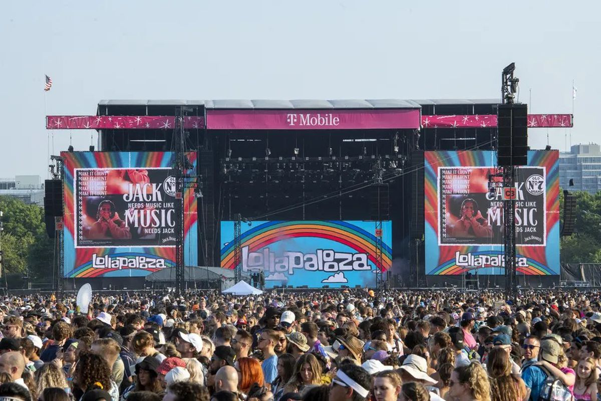 Thousands of people fill out the lawn in front of the Lake Shore and T-Mobile stages.