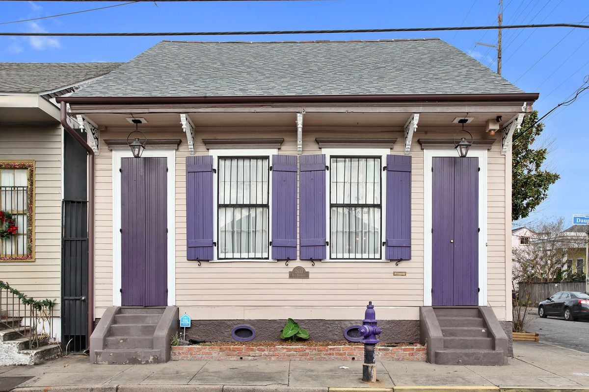 This gorgeous marigny creole cottage hits the market at for Cajun cottages