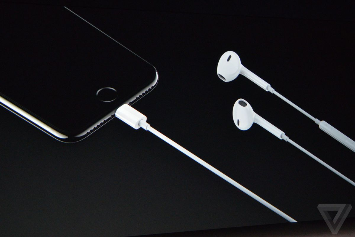 7c5c3ad01f1 Apple has updated its iconic white earbuds to include a Lightning connector  and will bundle a pair with every iPhone 7.