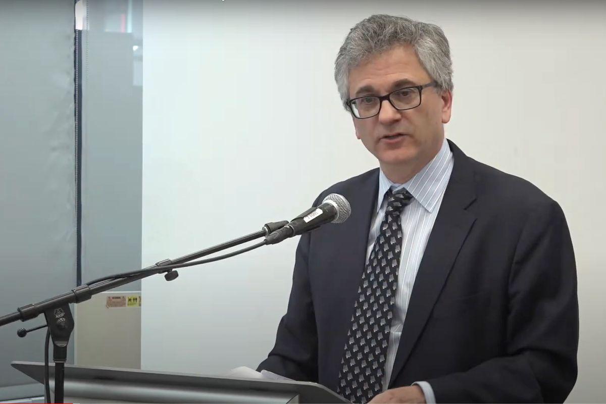 Vincent Schiraldi speaks at John Jay College in 2017.