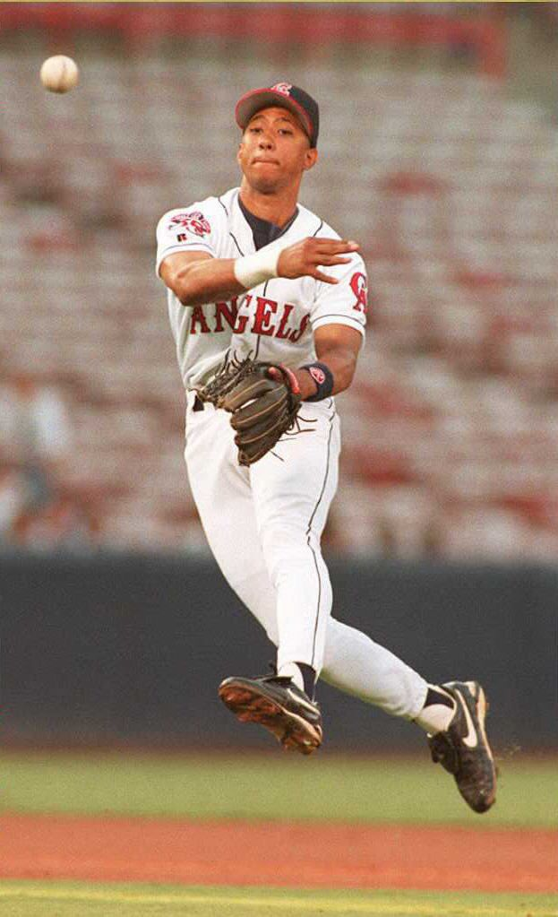 Damion Easley of the California Angels throws to f