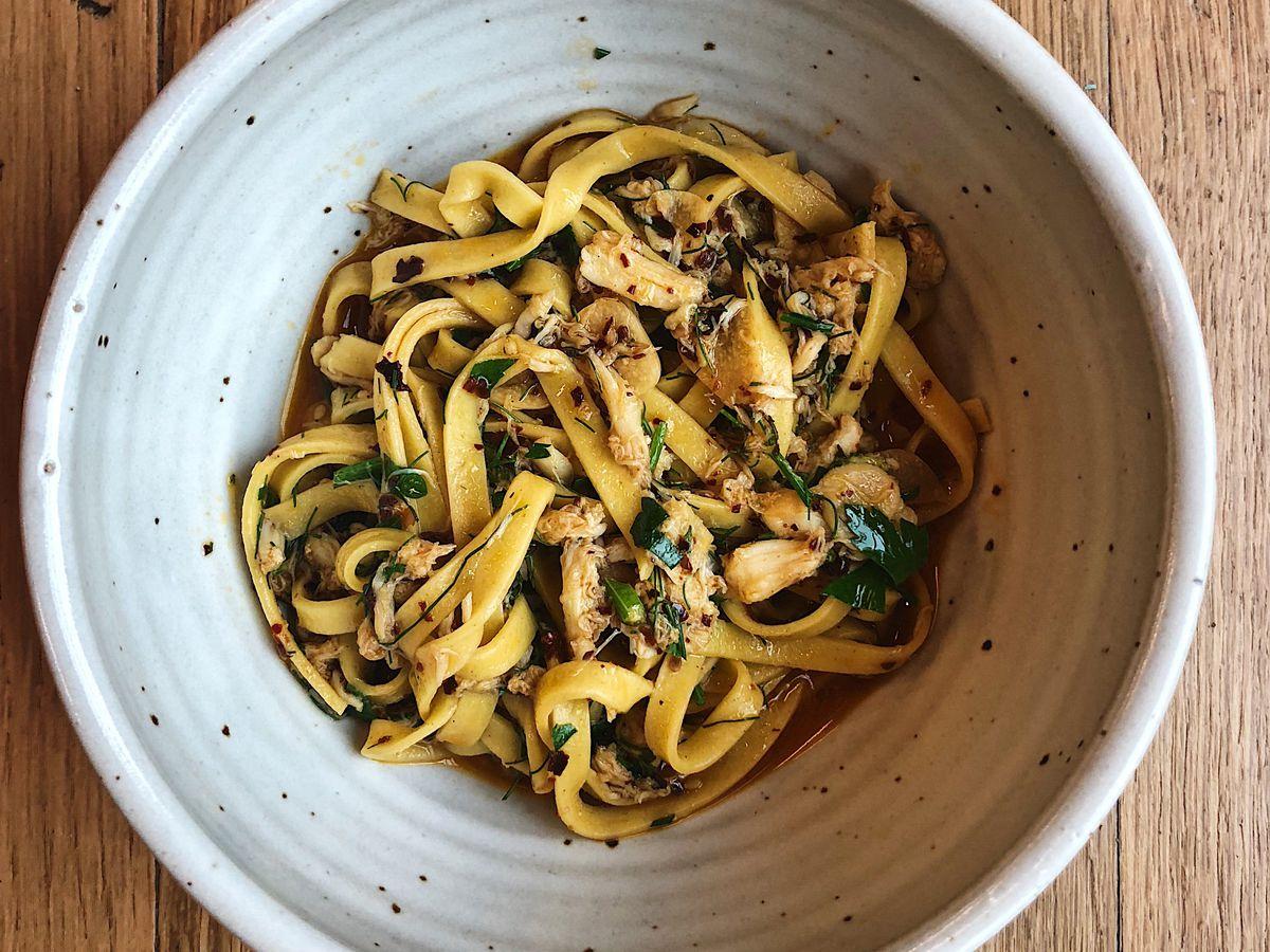 A bowl of long pasta.