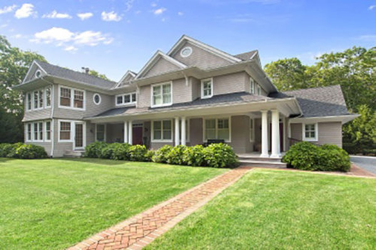 381 Middle Line Highway, Southampton
