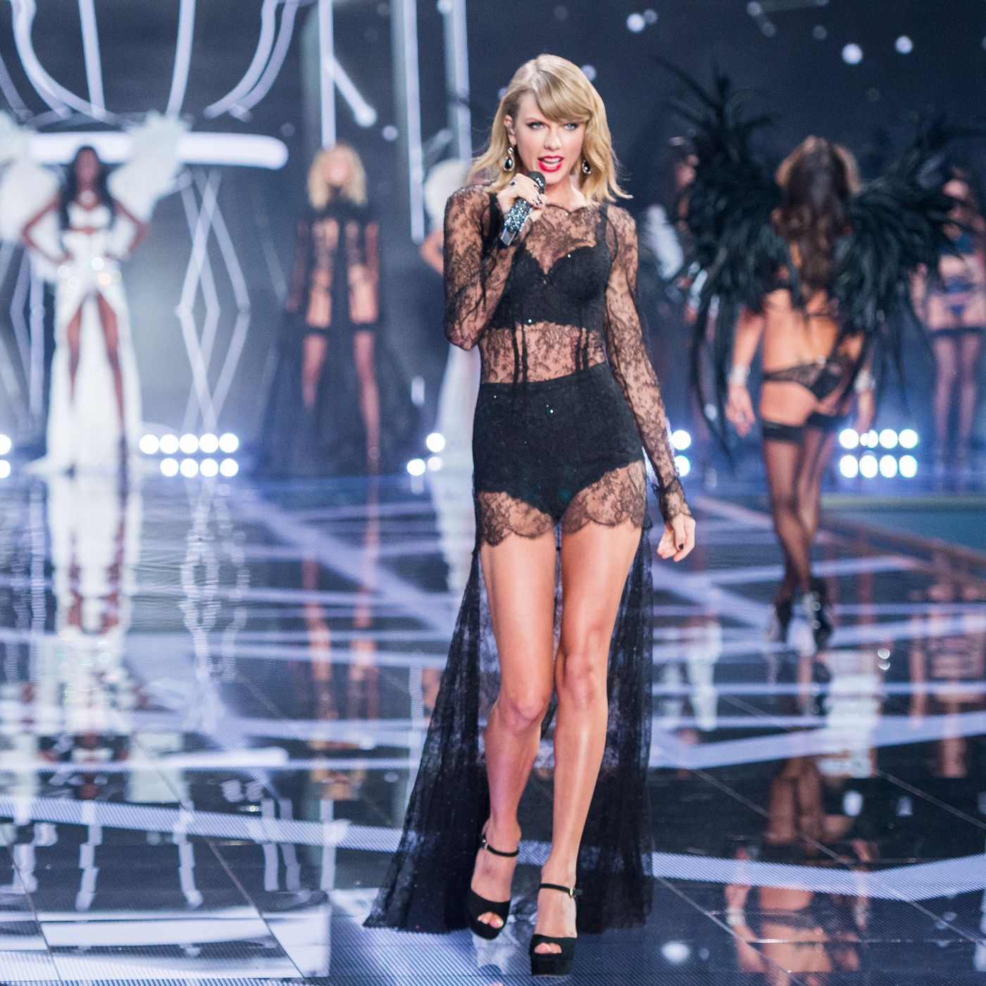 Taylor Swift Was Omnipresent At The Victoria S Secret Fashion Show Racked