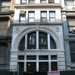The full face of 543 Broadway, Pazolini down below.