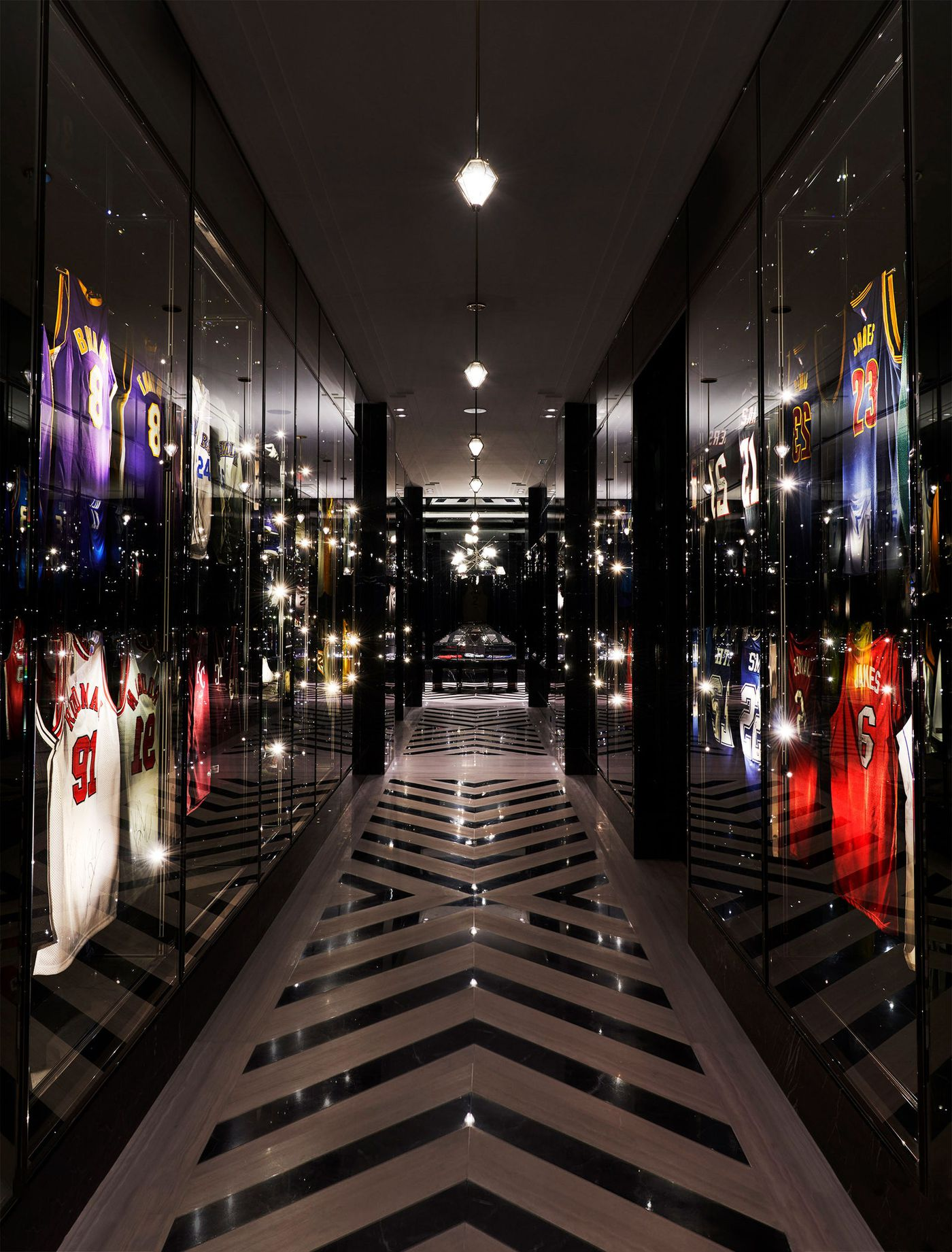 All The Sports Things In Drake S Oversized Mansion Rated Sbnation Com