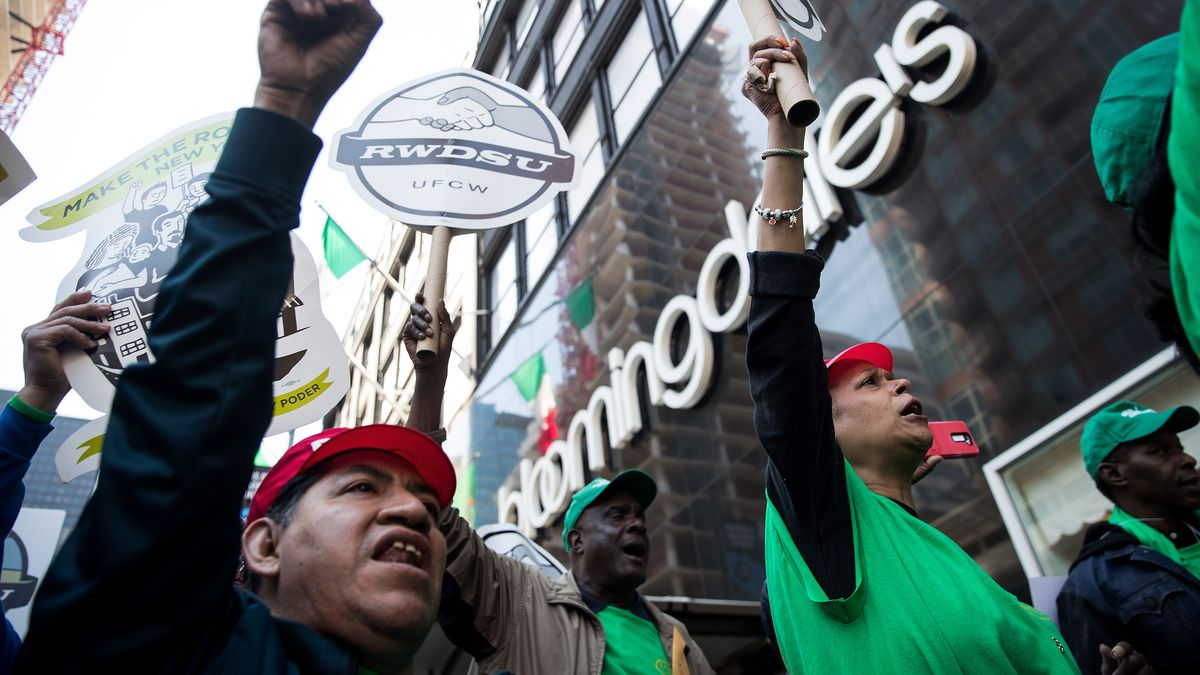 4ba27e10651 An April 2017 rally held by unionized Bloomingdale's workers in New York  City. Photo: Drew Angerer/Getty Images