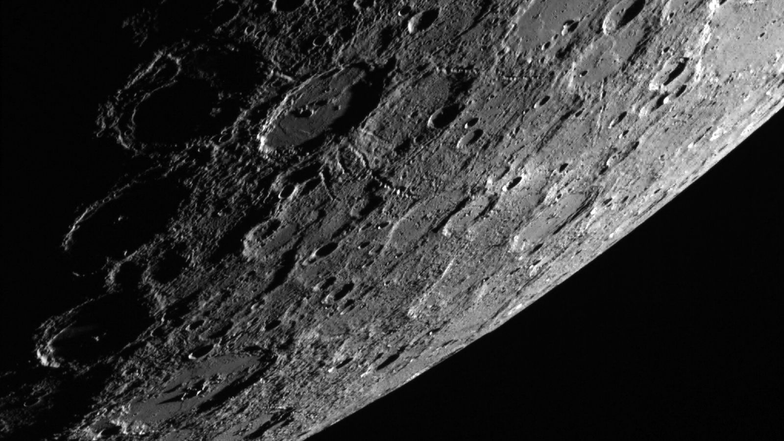 We finally know how Mercury gets its dark gray color: an ...