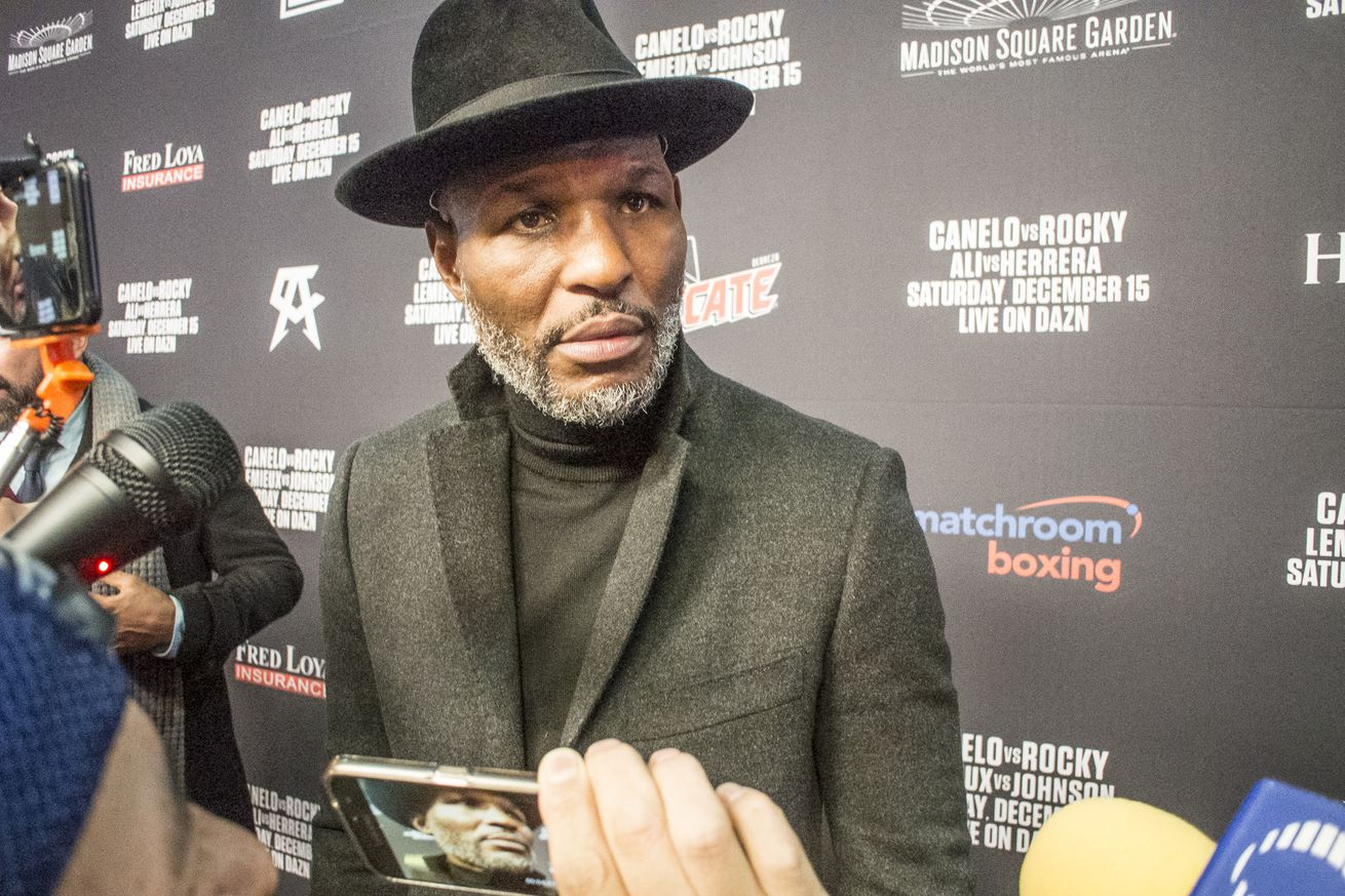 <label><a href='https://mvpboxing.com/news/boxing/28612/Hopkins-Saunders-might-not-get-another-offer-to-fi' class='headline_anchor'>Hopkins: Saunders might not get another offer to fight Canelo</a></label><br />The fighter-turned-promoter warns that Saunders may have let a huge shot slip away. Billy Joe Saun
