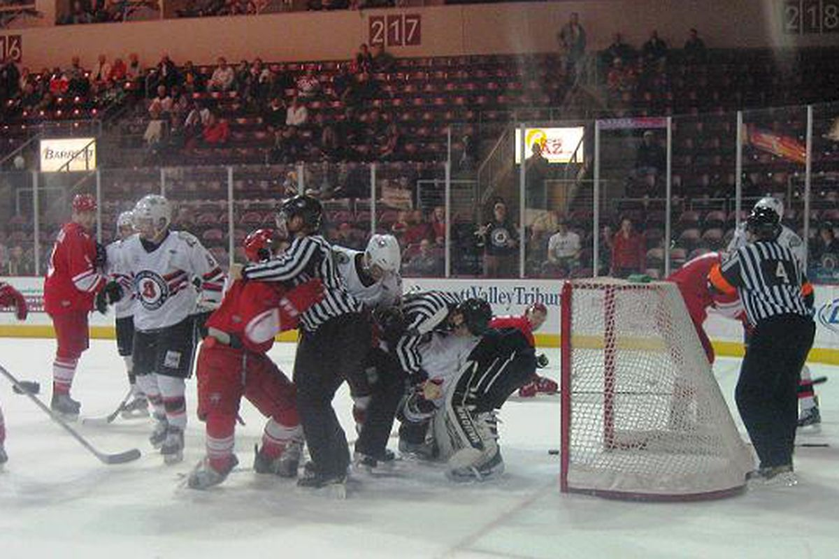 Sundogs vs Americans in a fight for top in the league