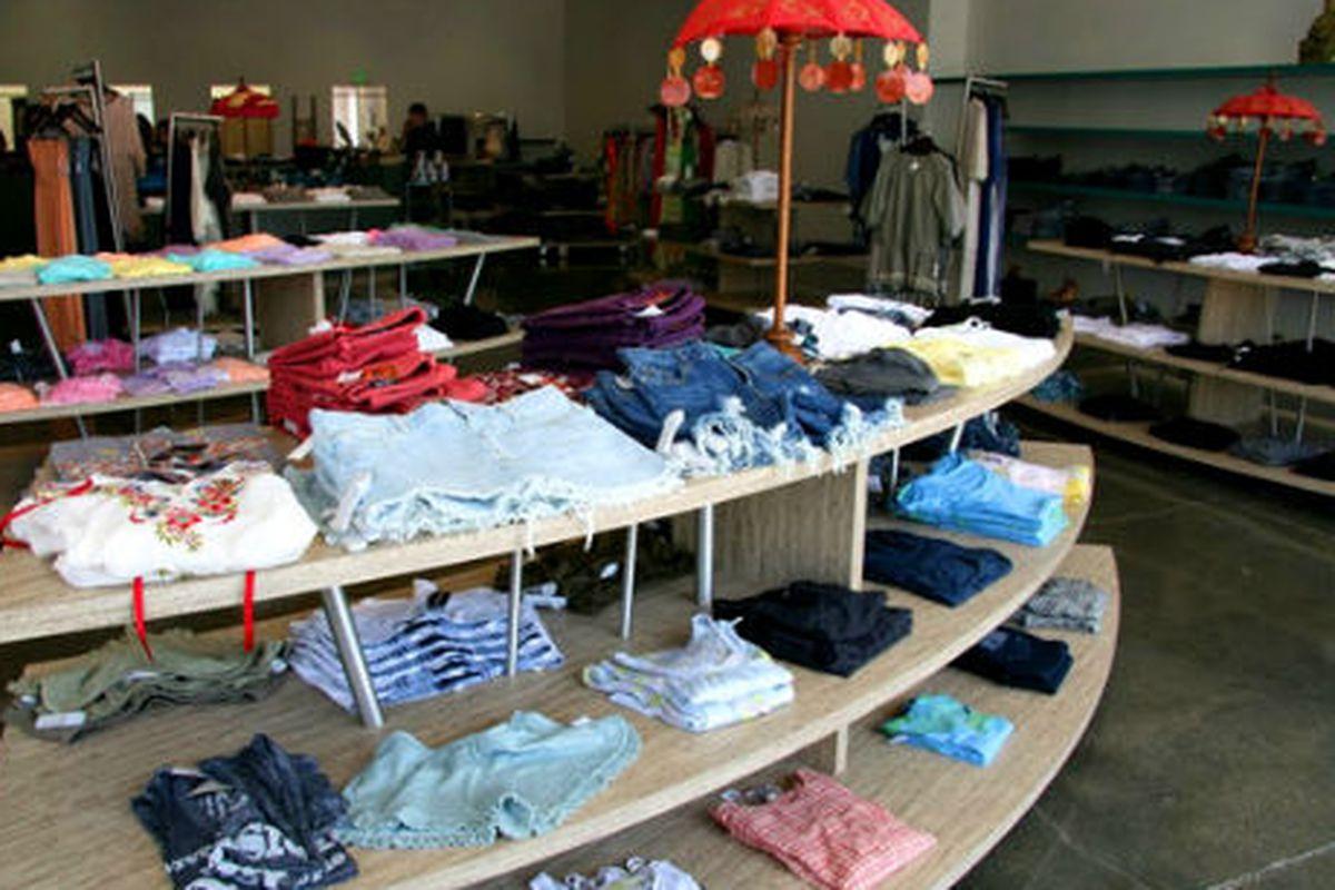 """Planet Blue Westlake. Photo via <a href=""""http://webcache.googleusercontent.com/search?q=cache:n72Ar2X_ZwAJ:shopplanetblue.com/index.php/westlakevillage+&amp;cd=1&amp;hl=en&amp;ct=clnk&amp;gl=us"""">Planet Blue</a>."""