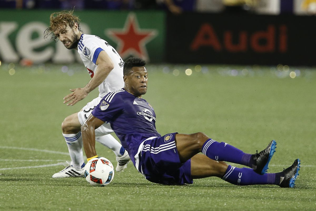 Marco Donadel battles Julio Baptista for possession of the ball in Montréal's 2-1 loss to Orlando.