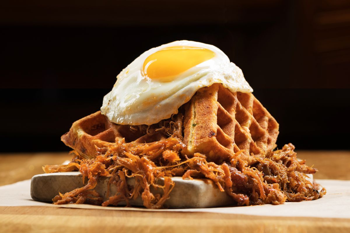 The pig and the waffle at Pub 1842