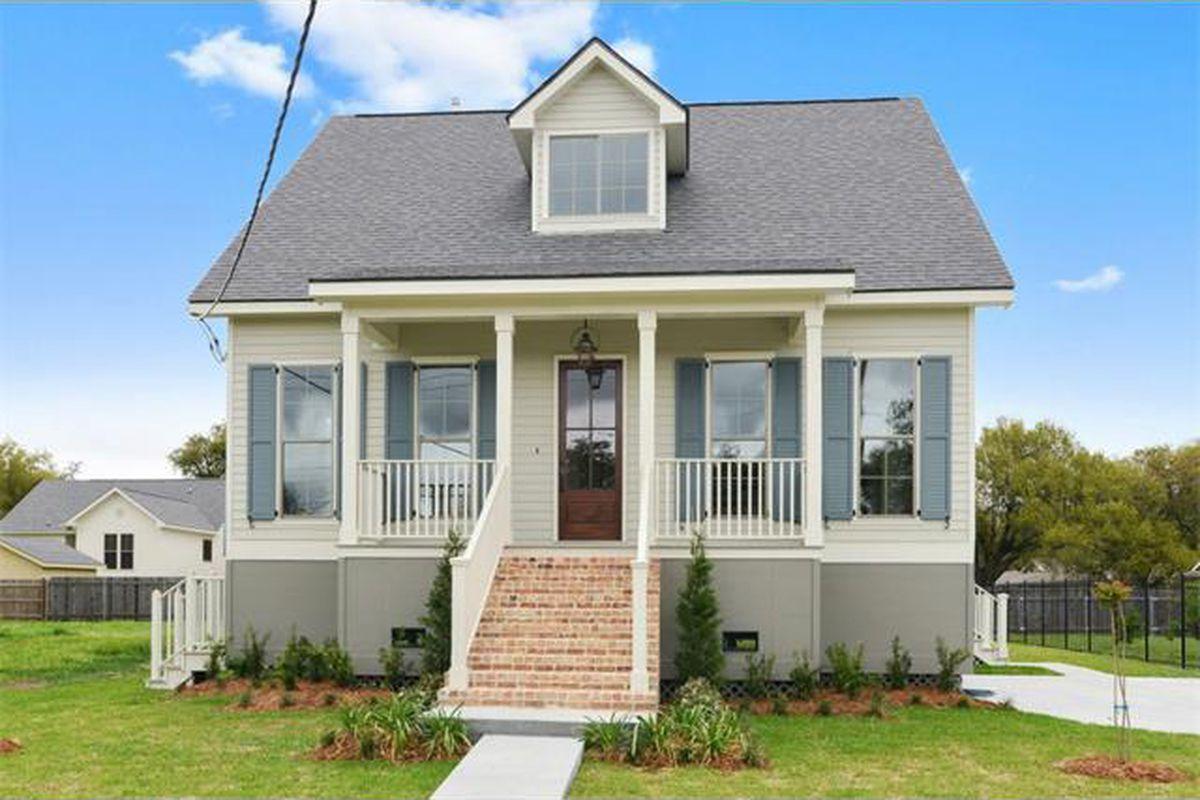 "photo via <a href=""http://www.realtor.com/realestateandhomes-detail/1427-Pressburg-St_New-Orleans_LA_70122_M79793-29287?row=23"">Realtor.com</a>"