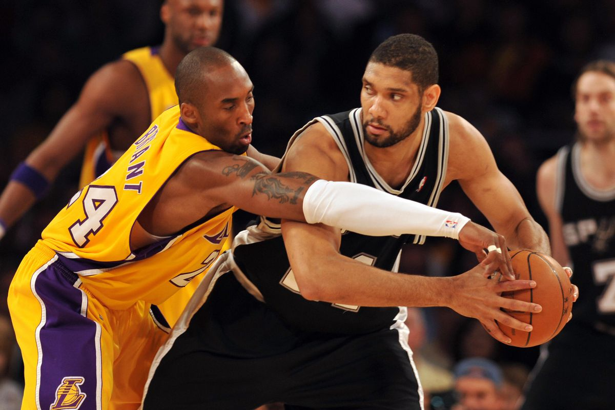 Kobe Bryant (L) of the Los Angeles Laker