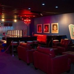 The lounge at Drink & Drag.