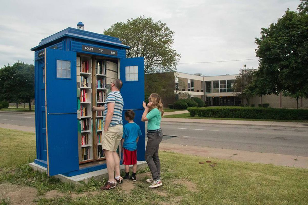 A Detroit Doctor Who Fan Built Replica TARDIS Library For His