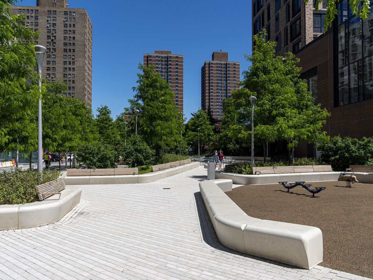 A new park opened at Essex Street Crossing on Broome Street this week.