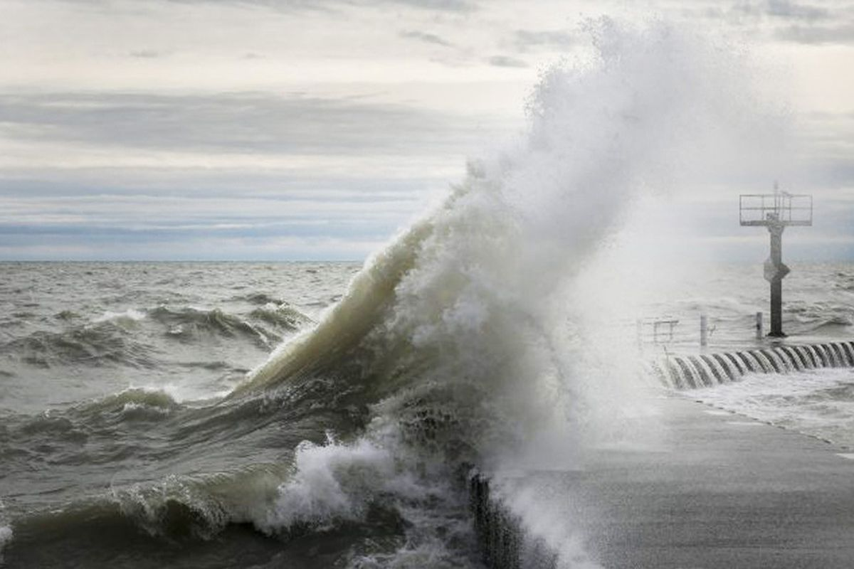Dangerous coastal flooding is expected along Lake Michigan in Cook County Nov. 7, 2019.