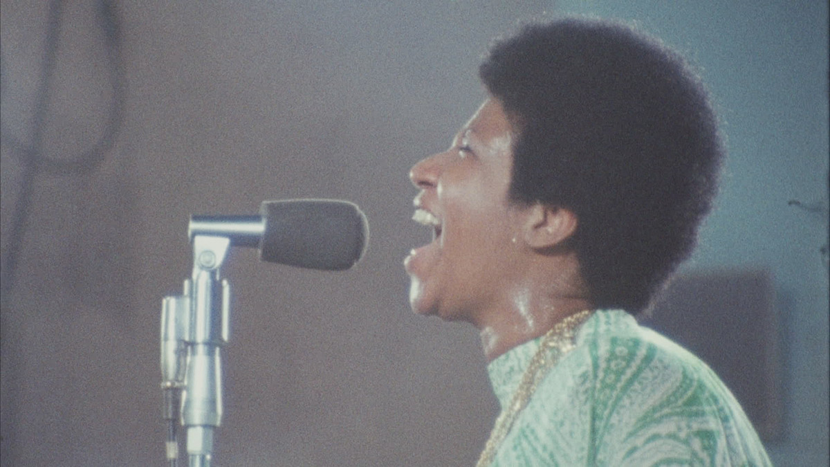 Aretha Franklin performing in Amazing Grace.