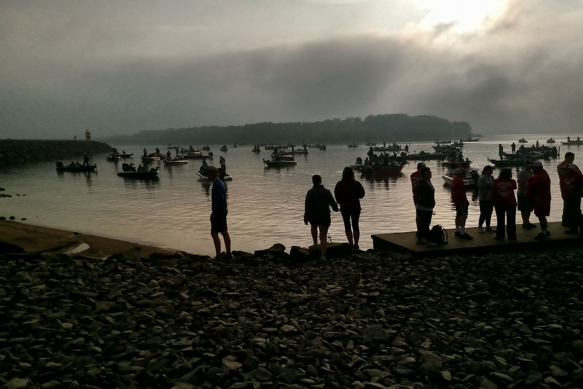 Boats, anglers and fans lining up for takeoff during the IHSA state finals for bass fishing in 2018 on Carlyle Lake. Credit: Dale Bowman