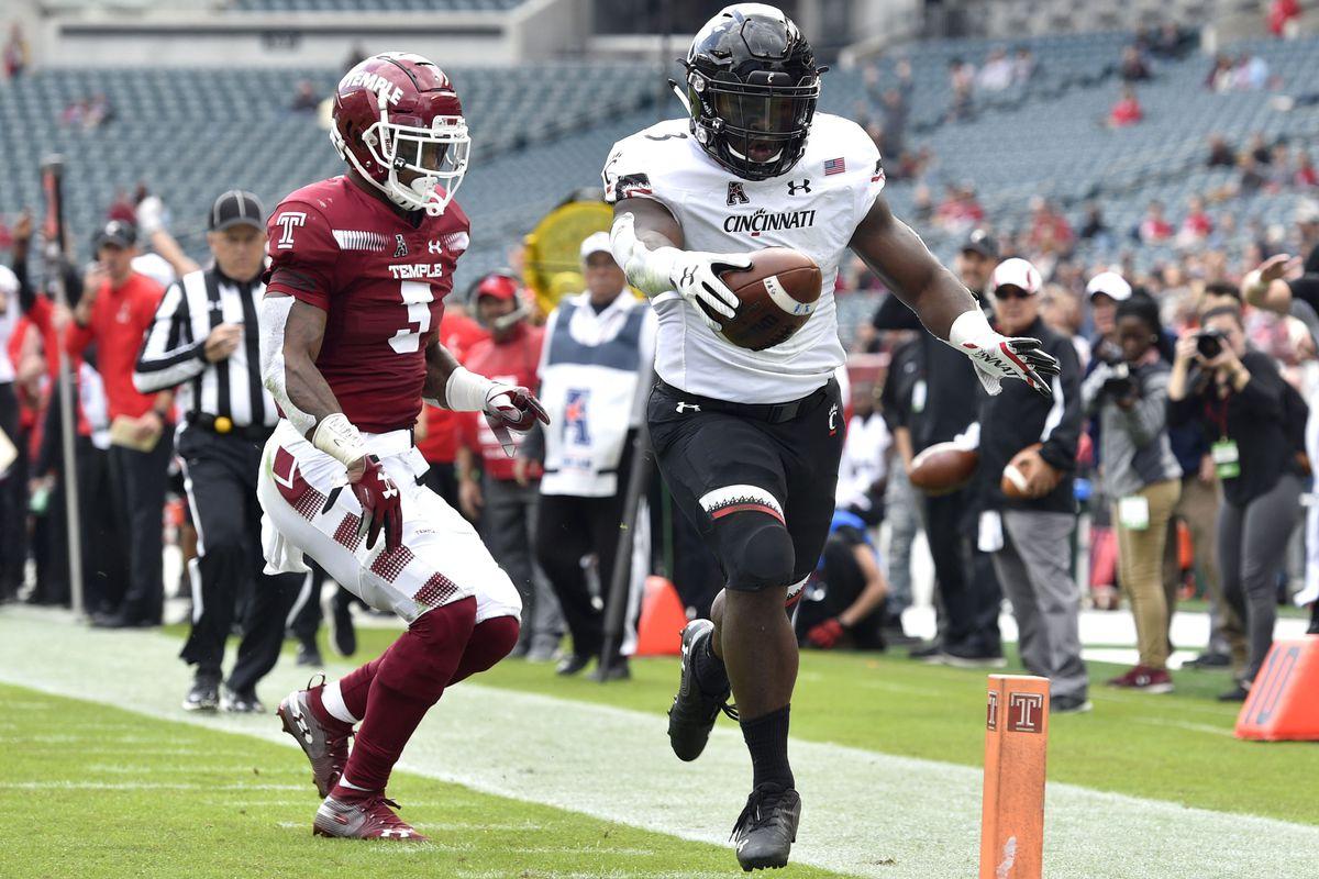 NCAA Football: Cincinnati at Temple