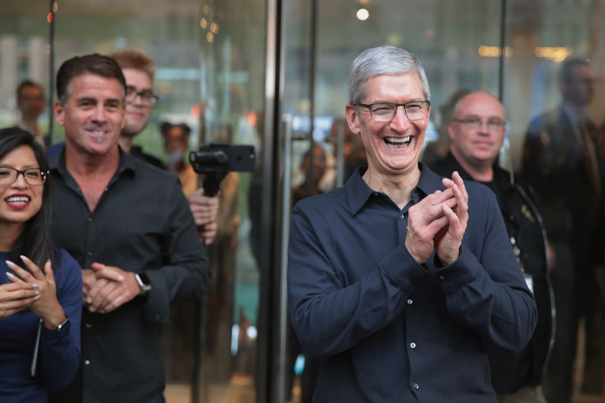 Apple Opens Chicago Flagship Store On Michigan Avenue