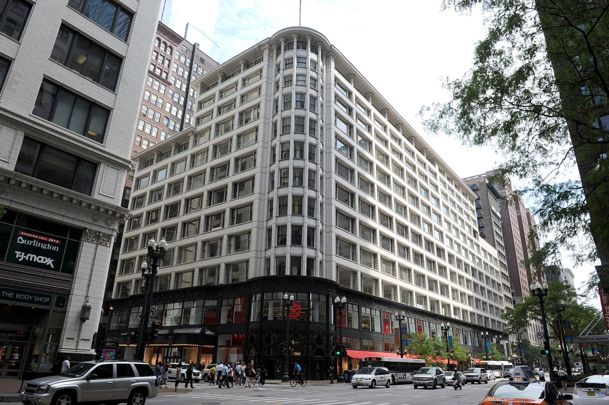 The former Carson Pirie Scott department store building at State and Madison