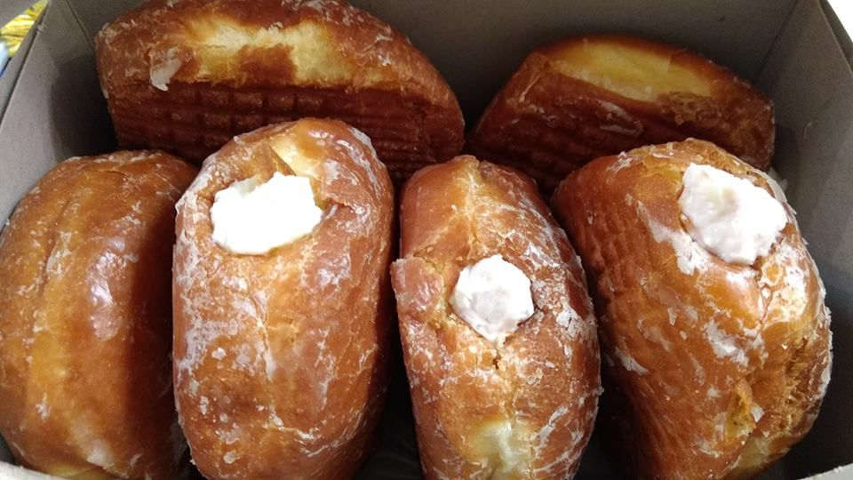 Paczki filled with cannoli cream in a box.