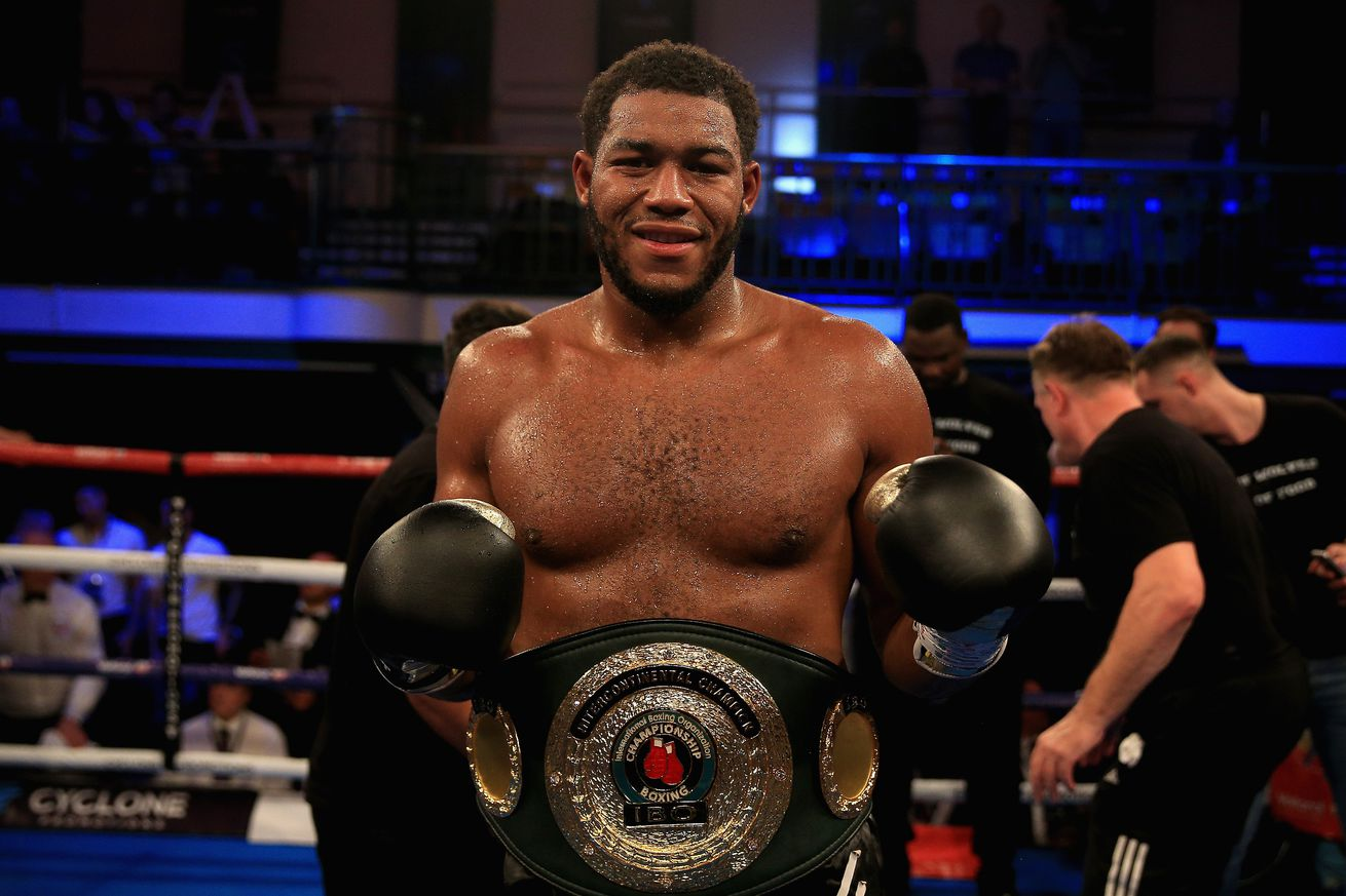1052074818.jpg.0 - Hunter offers to face Whyte in July if Rivas falls through