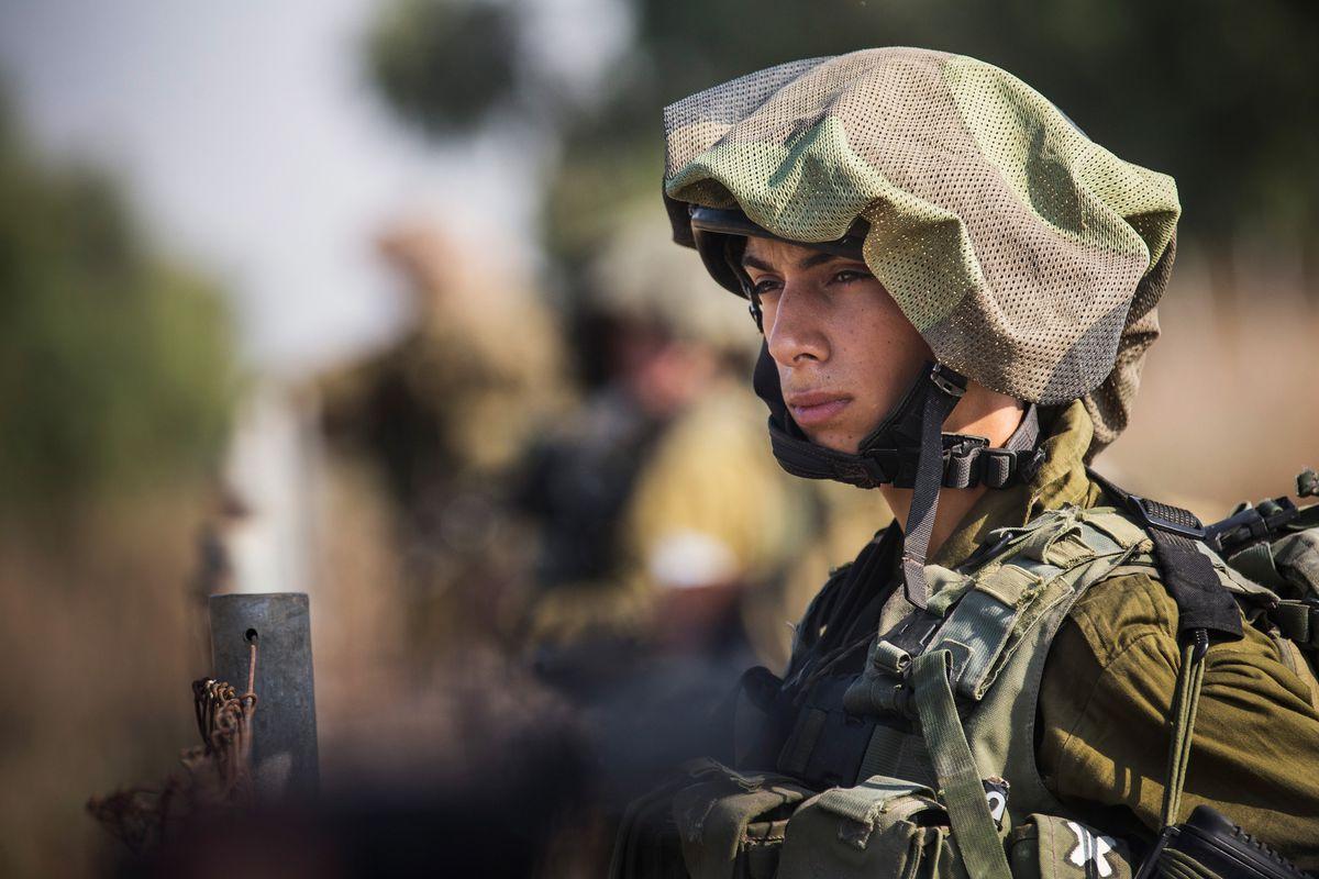 An Israeli soldier crosses the border into Gaza