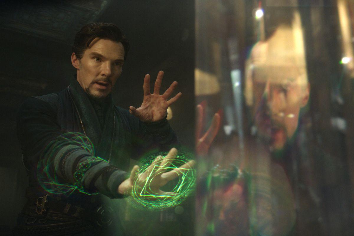 doctor strange casting a green glyph in Doctor Strange