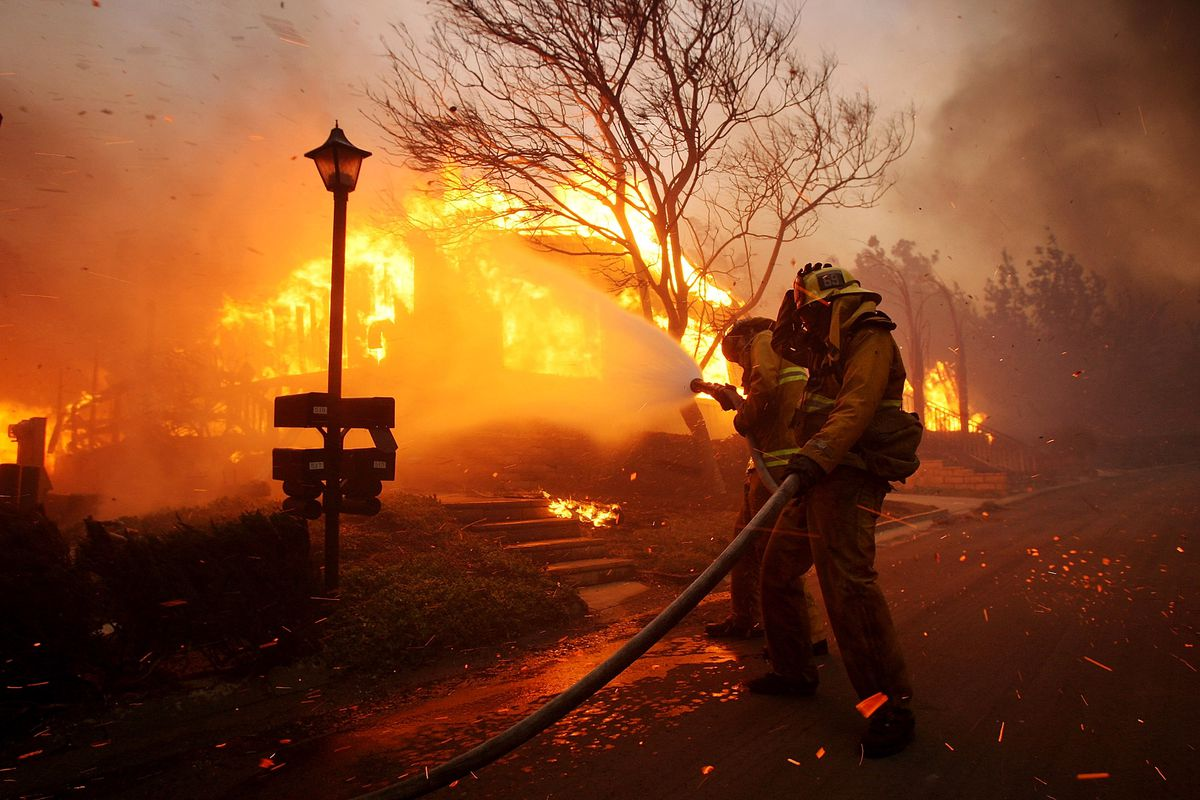 Santa Ana Winds Stoke Another Wildfire in Southern California