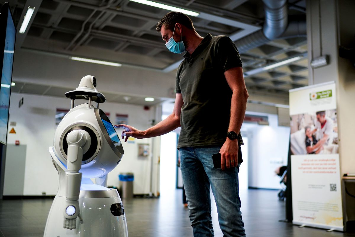 BELGIUM-HEALTH-VIRUS-ROBOT
