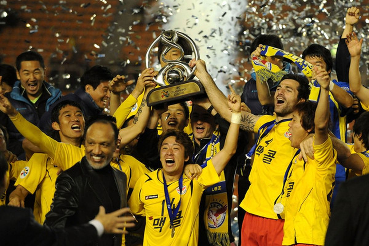 Back in 2010, Seongnam ran out winners of the Asian Champions League. Manager Shin Tae-Yong will hope for another cup victory this weekend.
