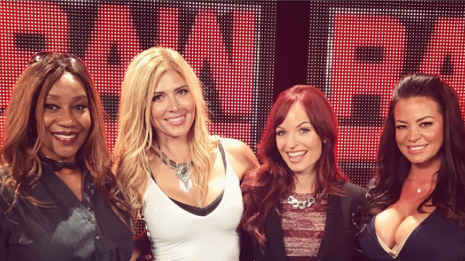 There Was A Divas Reunion Backstage At Raw Last Night -3779