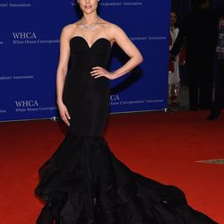Jaimie Alexander wears a Christian Siriano gown, Kwiat jewelry, and Stuart Weitzman shoes.