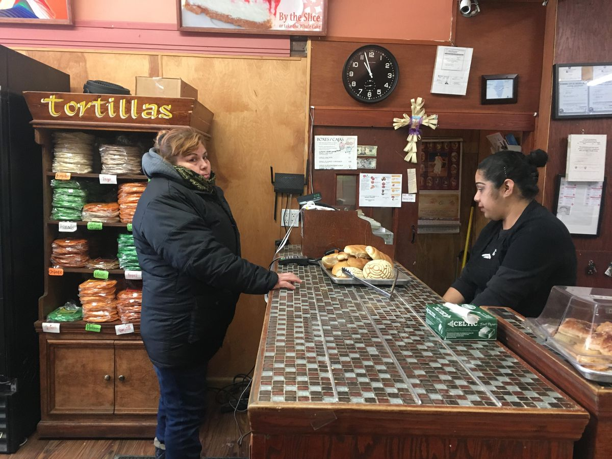 Maria Beltran paying for her bolillos and conchas at Panaderia Nuevo Leon on Wednesday. | Carlos Ballesteros/Sun-Times