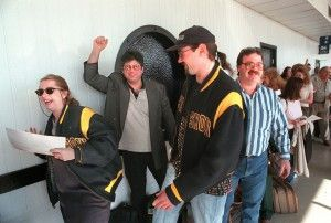 """""""Late Show"""" fans line up at Midway Airport for their trip to New York in 1998. 