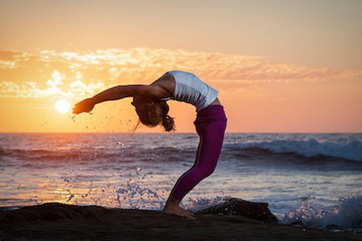 "Image via <a href=""http://www.ashtangayogaphotography.com/?page_id=1042"">Ashtanga Yoga Photography</a>"