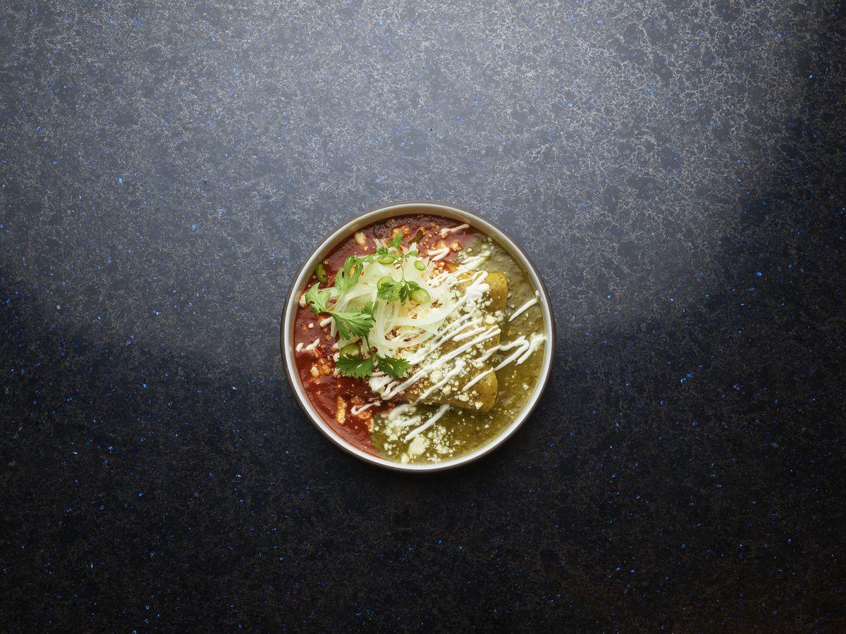 A plate of chicken enchiladas divorsiado