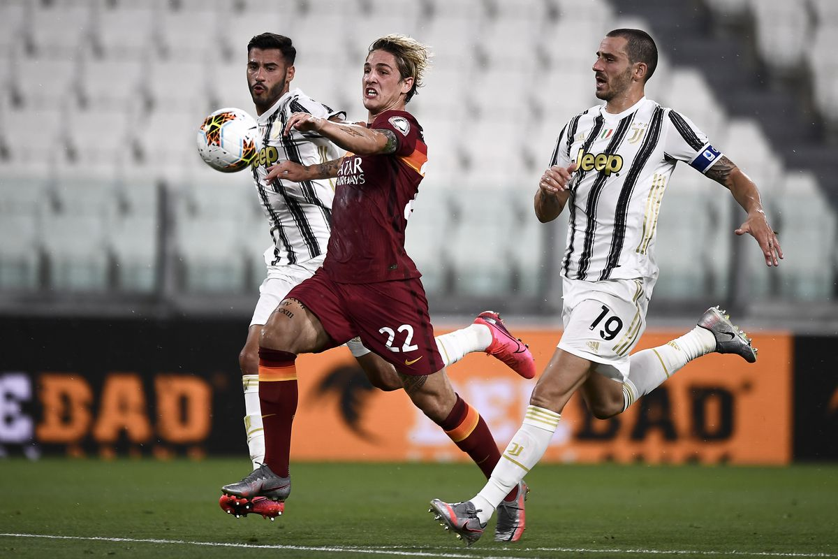 Nicolo Zaniolo (C) of AS Roma competes for the ball with...