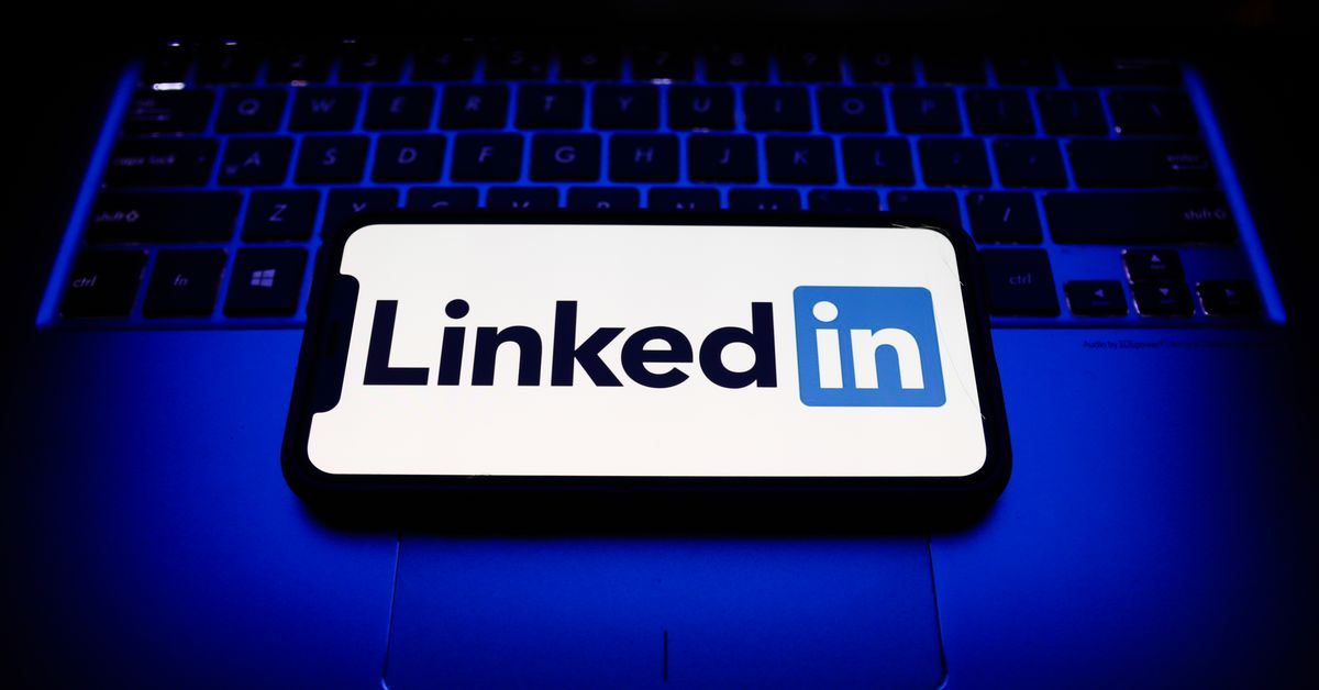 LinkedIn is down and experiencing website issues