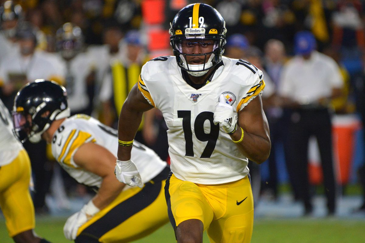 Pittsburgh Steelers wide receiver JuJu Smith-Schuster goes in motion against the Los Angeles Chargers at Dignity Health Sports Park.