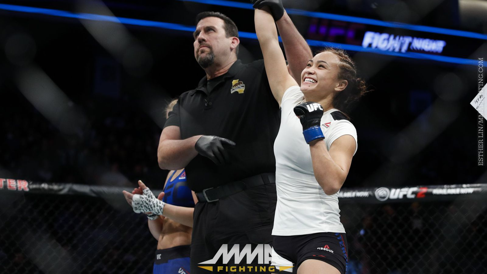 Michelle Waterson chokes out Paige VanZant in her first