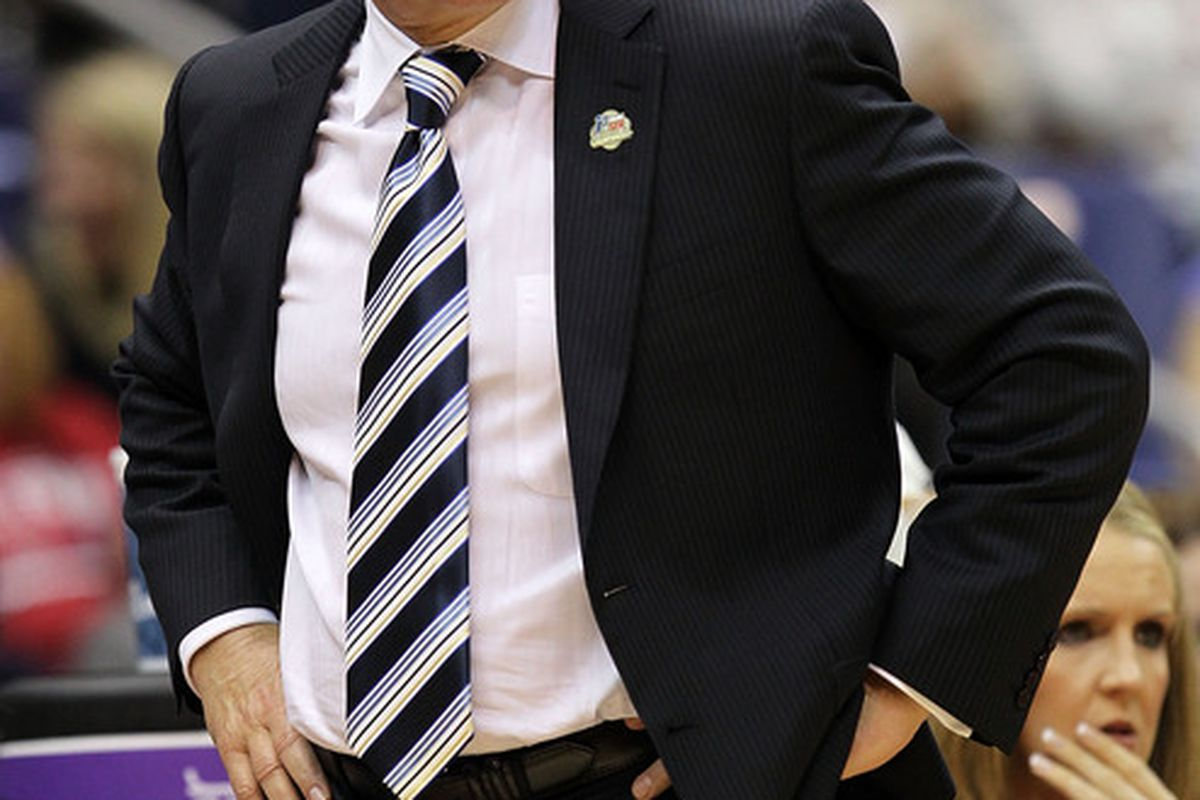 SAN ANTONIO - APRIL 06:  Head coach Geno Auriemma of the Connecticut Huskies during the NCAA Women's Final Four Championship game at the Alamodome on April 6, 2010 in San Antonio, Texas.  (Photo by Ronald Martinez/Getty Images)