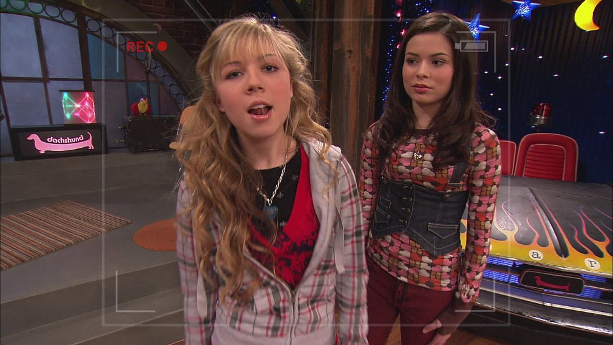 sam and carly filming an episode of their web show