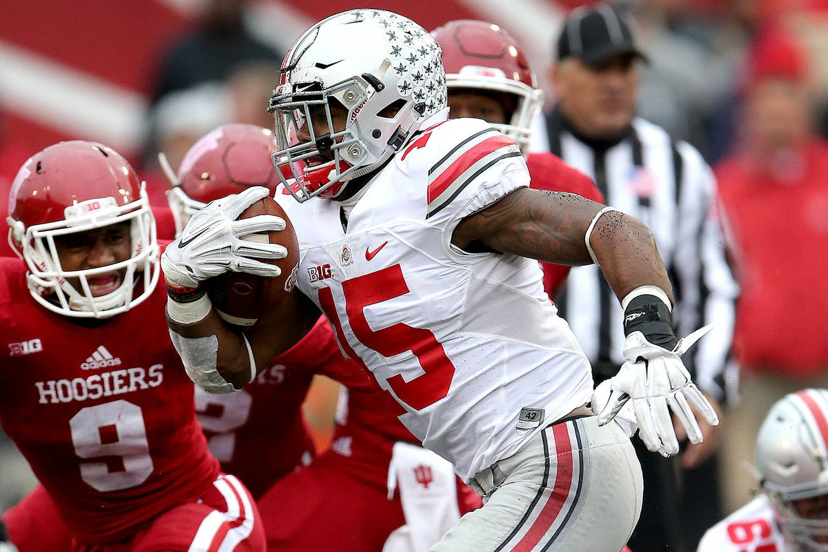 Ezekiel Elliott was named the national Offensive Player of the Week by FWAA.